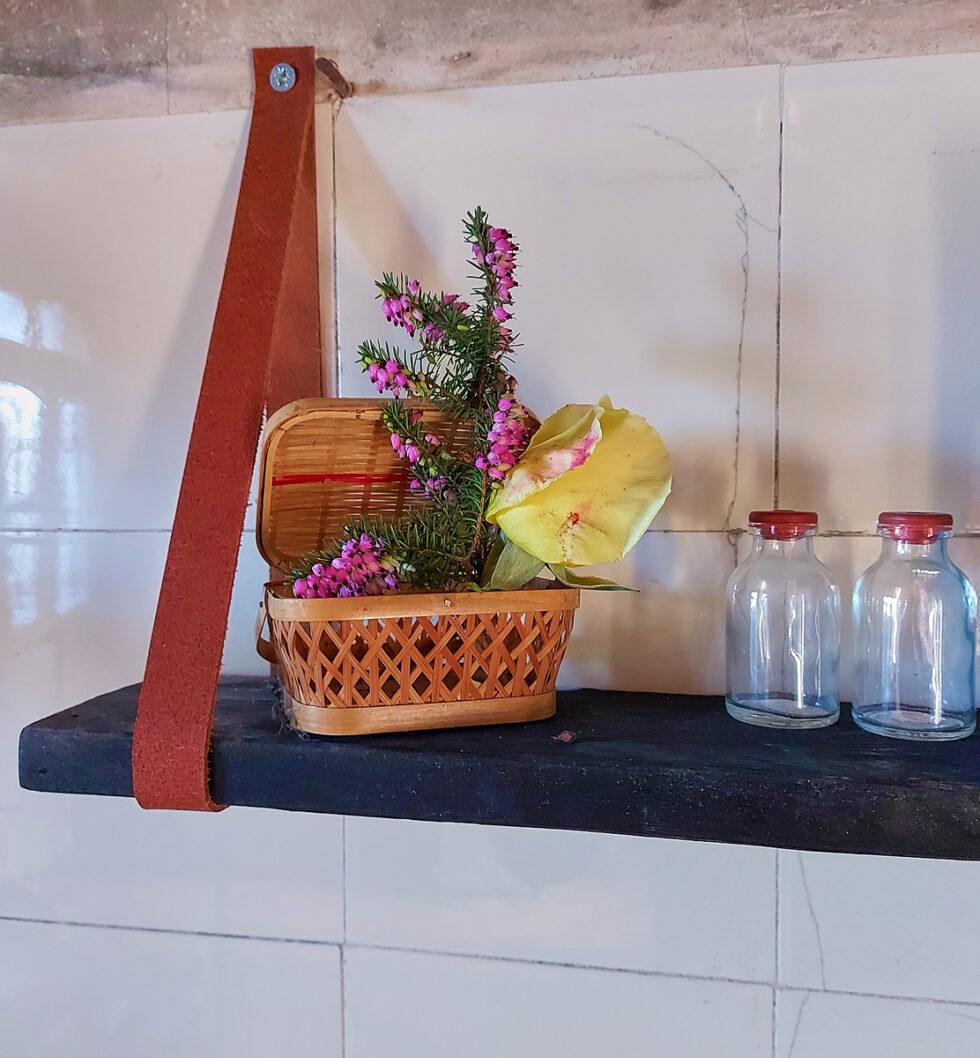 petite etagere en bois brule @maisonnormande.boutique