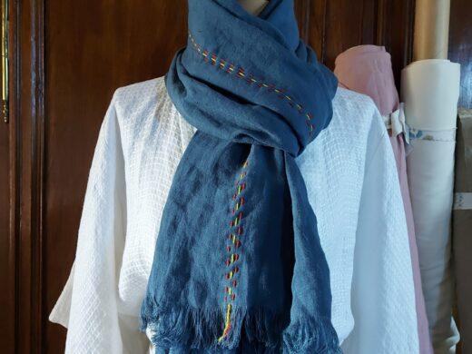 echarpe en lin avec broderie en laine Merinos Maison Normande Home Decor