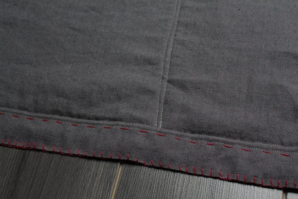 Detail tapis en lin gris pour chats