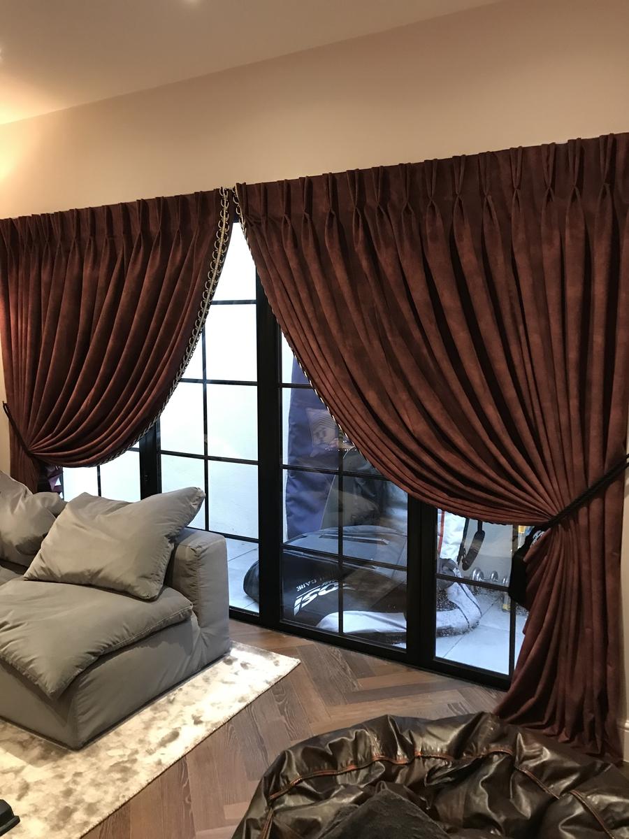 Doubles Rideaux réalisés par Maison Normande Home Decor pour Barbara Spence Interiors London